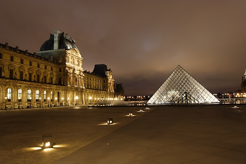 galerie photos de l 39 egypte le louvre de nuit mus e du louvre. Black Bedroom Furniture Sets. Home Design Ideas