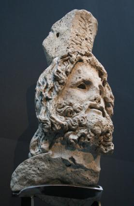 [Photo] Tête de Sérapis avec Calathos (2)