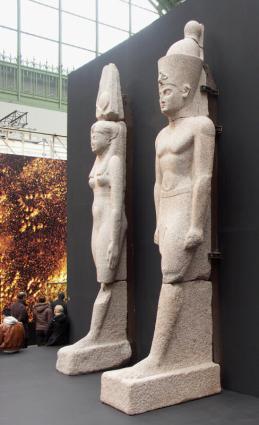 [Photo] Statue colossale d'un roi