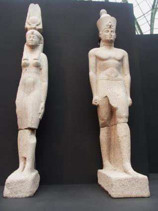 [Photo] Statue colossale d'un roi (autre vue)