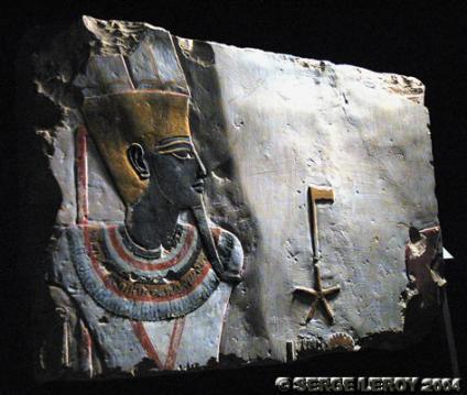 [Photo] Relief peint d'Amon à la peau noire