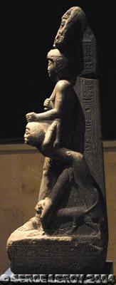 [Photo] Ramsès VI tient la tête décapitée d'un Libyen