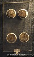[Photo] Quatre pièces gréco-romaines en or