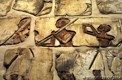 [Photo] Reconstitution du mur des talatates de Karnak