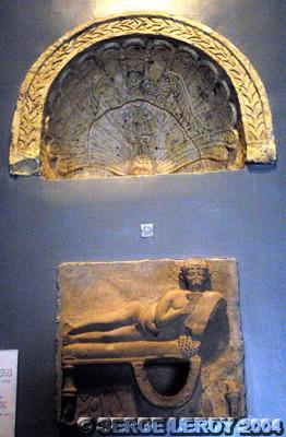 [Photo] Pressoir sculpté et décoré avec le dessus d'une niche