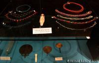 [Photo] Colliers de perles et pierres colorées