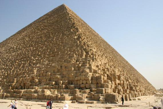 http://www.egyptos.net/image/photos/Pyramides-et-Tombes/Pyramide-Gizeh/Pyramide_Kheops.jpg~570