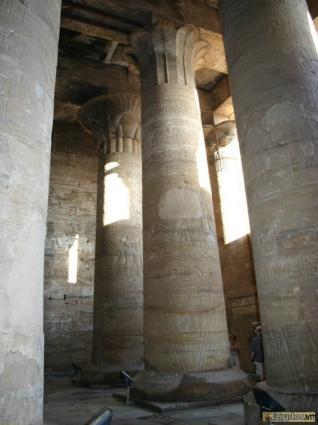 [Photo] Colonnes de la 1ère salle hypostyle