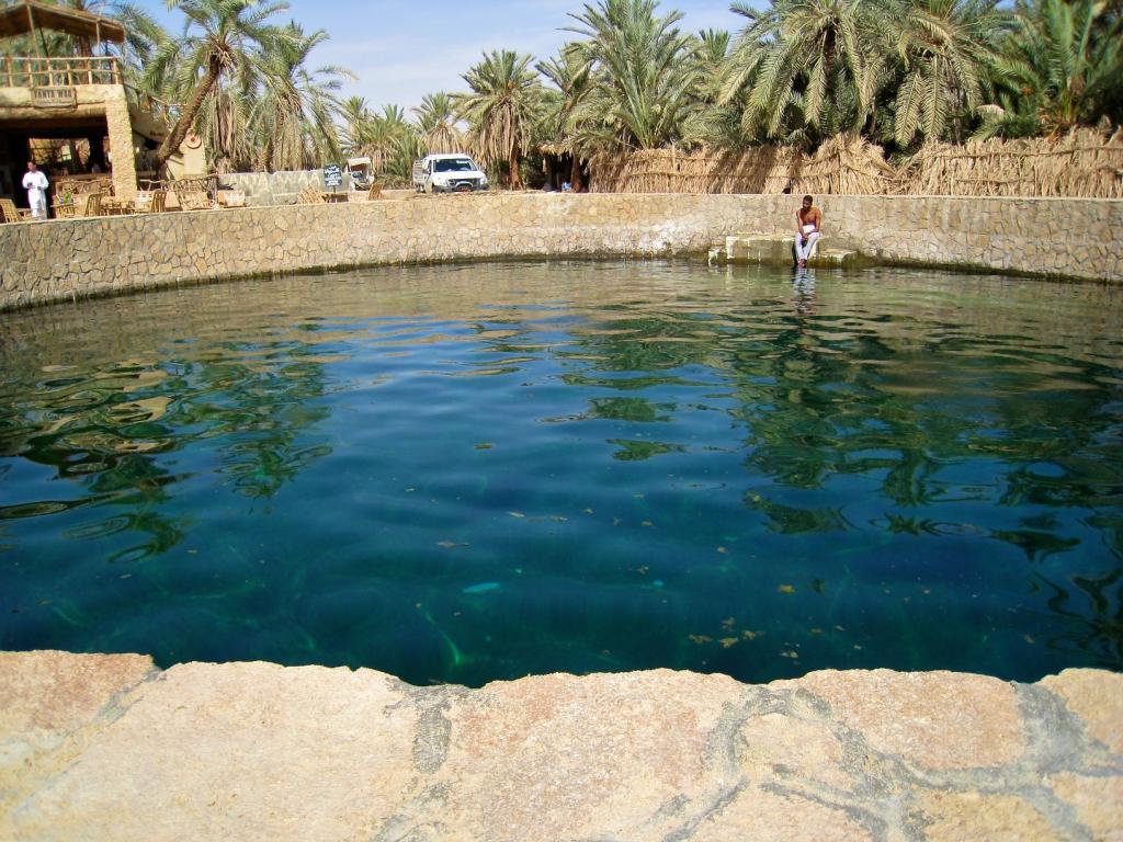 L 39 oasis de siwa un petit coin de paradis au milieu du d sert - Les bain de cleopatre ...