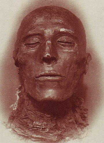 http://www.egyptos.net/img/pharaon/Pharoah_Seti_I_-_His_mummy_-_by_Emil_Brugsch_(1842-1930).jpg