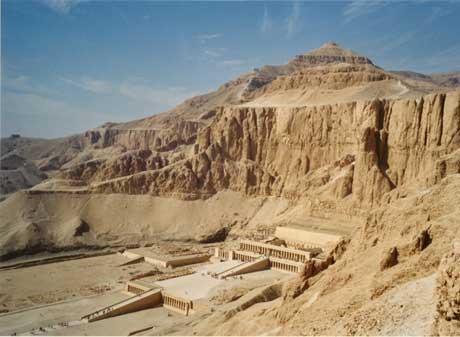 Livres, parlez-nous de vos lectures... - Page 3 Temple-Deir_el-Bahari_petit